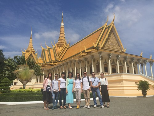 BEST-team-in-Grand-Palace
